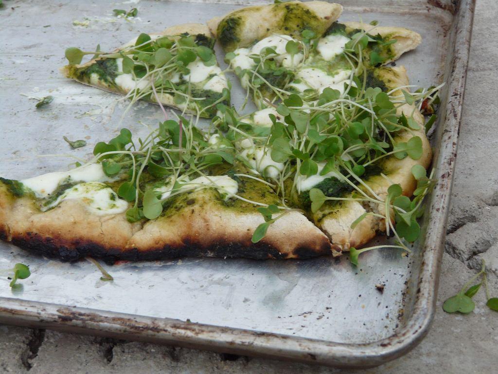 пицца с одуванчиком